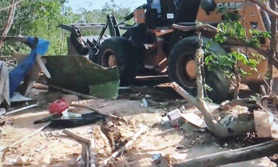 Prefeitura derruba barracos de venezuelanos na beira do rio