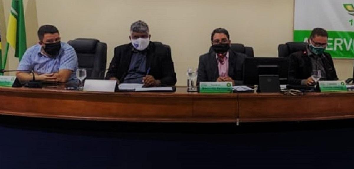 """Vereadores abandonam sessão e Mauricélio rebate: """"Irresponsáveis"""""""