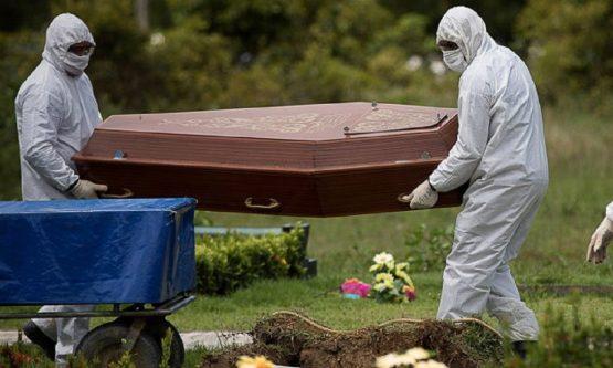 SEM LICITAÇÃO: Prefeita compra 150 caixões para vítimas de Covid