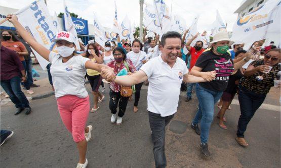 No primeiro dia de campanha, Ottaci faz bandeirada e caminhada com moradores da Zona Oeste