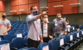 Candidato a prefeito faz barraco em debate; veja o vídeo
