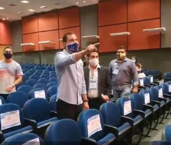 You are currently viewing Candidato a prefeito faz barraco em debate; veja o vídeo