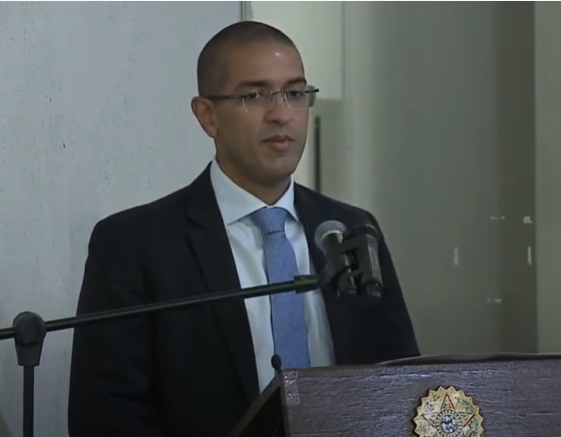 You are currently viewing Arthur Henrique é diplomado pedindo apoio da Câmara Municipal