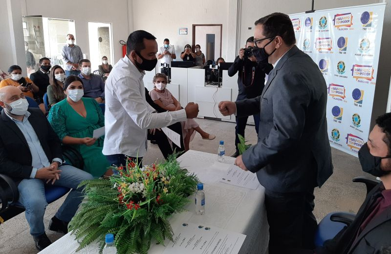 Justiça Eleitoral já diplomou prefeitos e vereadores de dez municípios