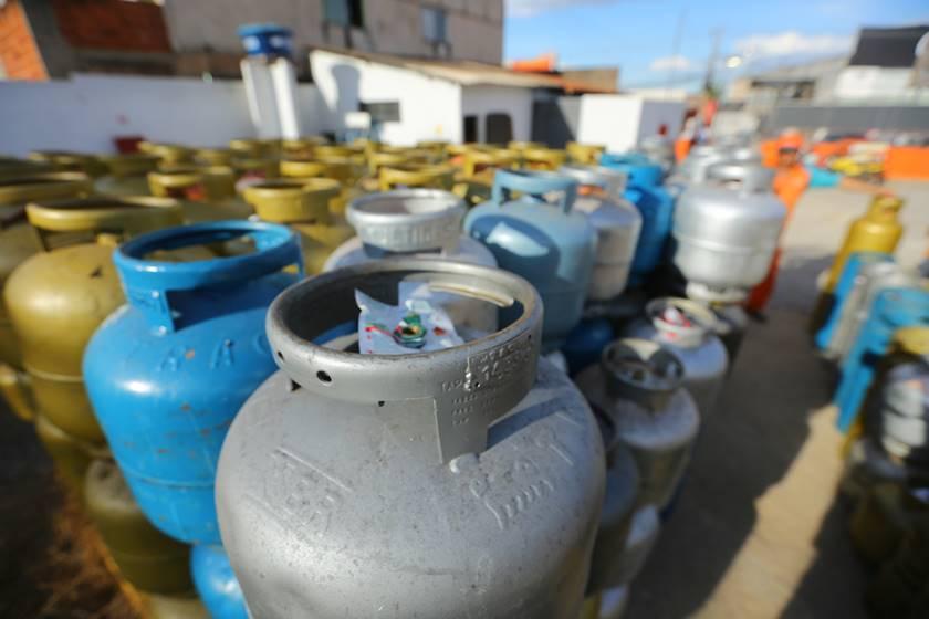 Mesmo sem aulas, Prefeitura irá gastar mais de R$ 500 mil em botijas de gás para as escolas