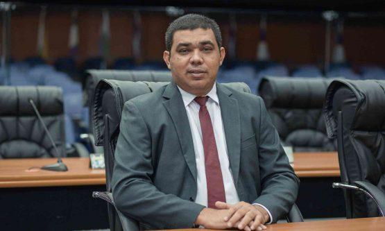 Sampaio é eleito presidente da ALE-RR com 19 votos favoráveis