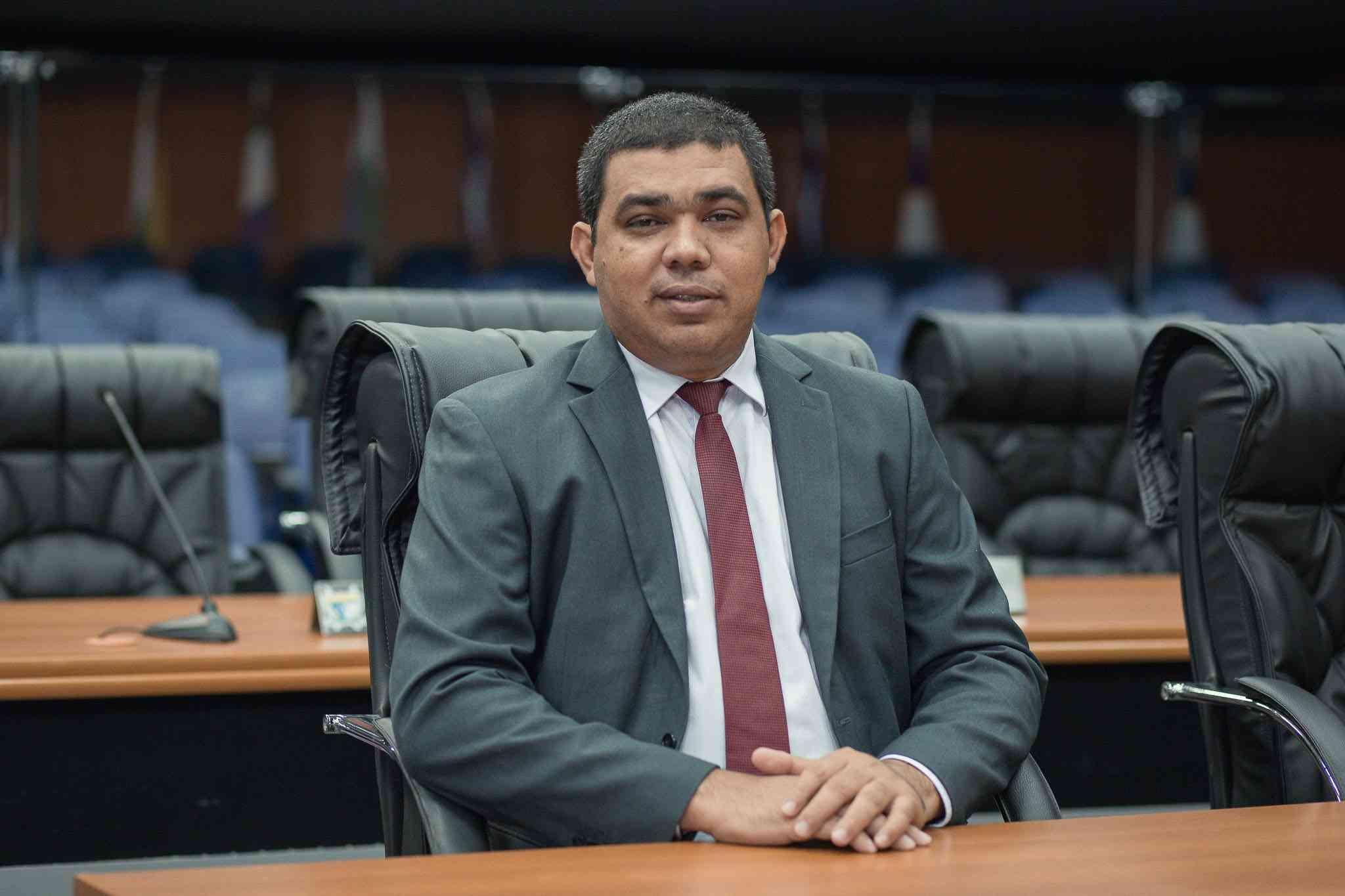 You are currently viewing Sampaio é eleito presidente da ALE-RR com 19 votos favoráveis