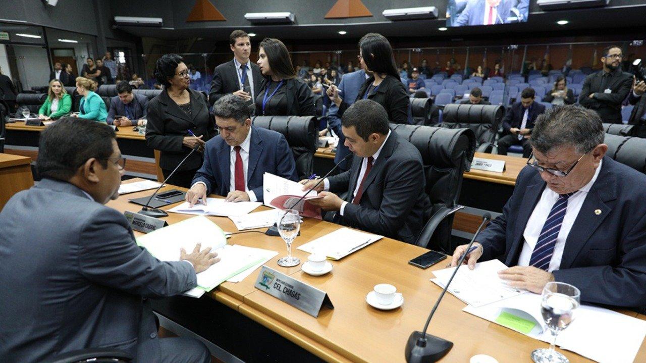 You are currently viewing Deputados convocam sessão extraordinária para eleger nova mesa diretora nesta sexta