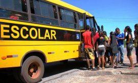 Mesmo com aulas suspensas, prefeitura faz licitação milionária para transporte escolar