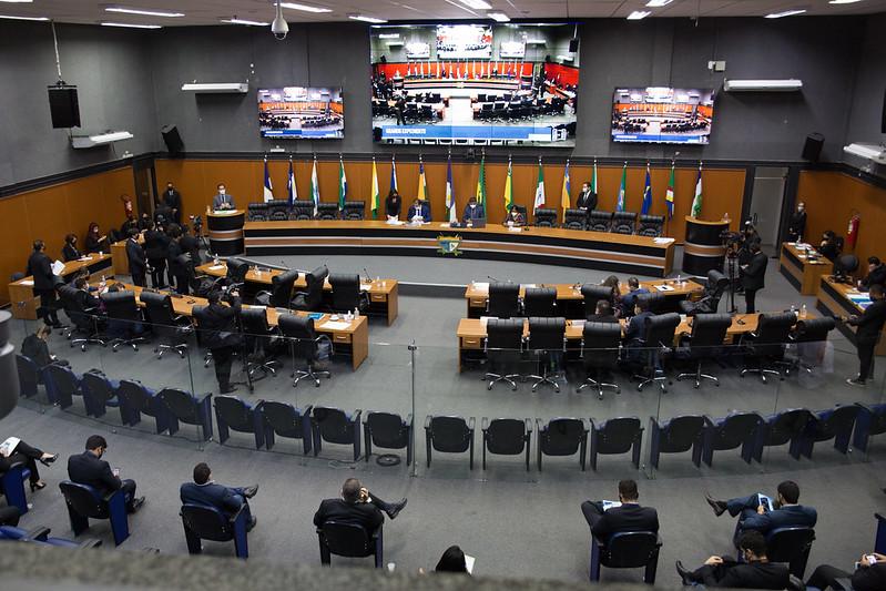 You are currently viewing Deputados aprovam projeto que facilita compra de armas de fogo por agentes de segurança