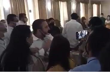 You are currently viewing Confusão entre parlamentares marca posse do novo secretário da Sesau; veja vídeo