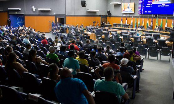 Deputados aprovam PL que beneficia trabalhadores informais com atividades suspensas por conta da pandemia