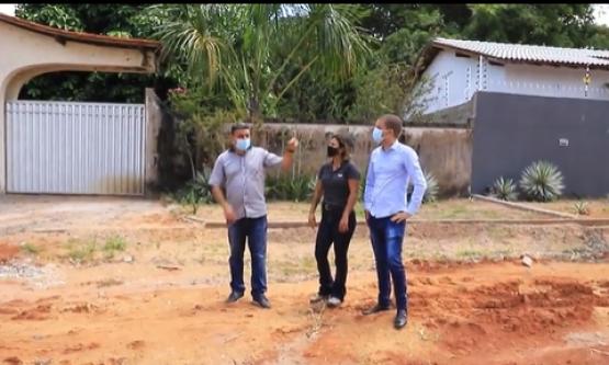 Vereadores cobram obra de recuperação de rua no bairro Caçari