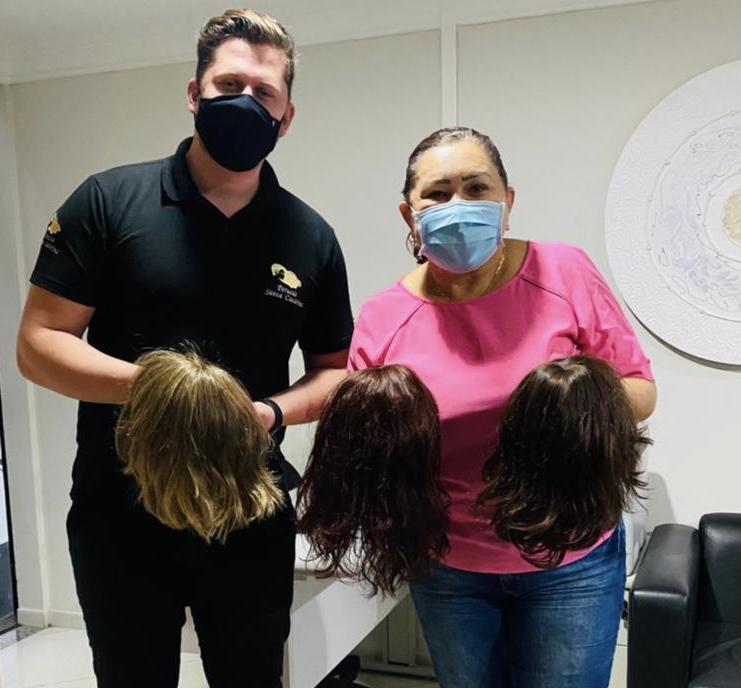 You are currently viewing Deputada recebe doação de perucas de empresa de Santa Catarina