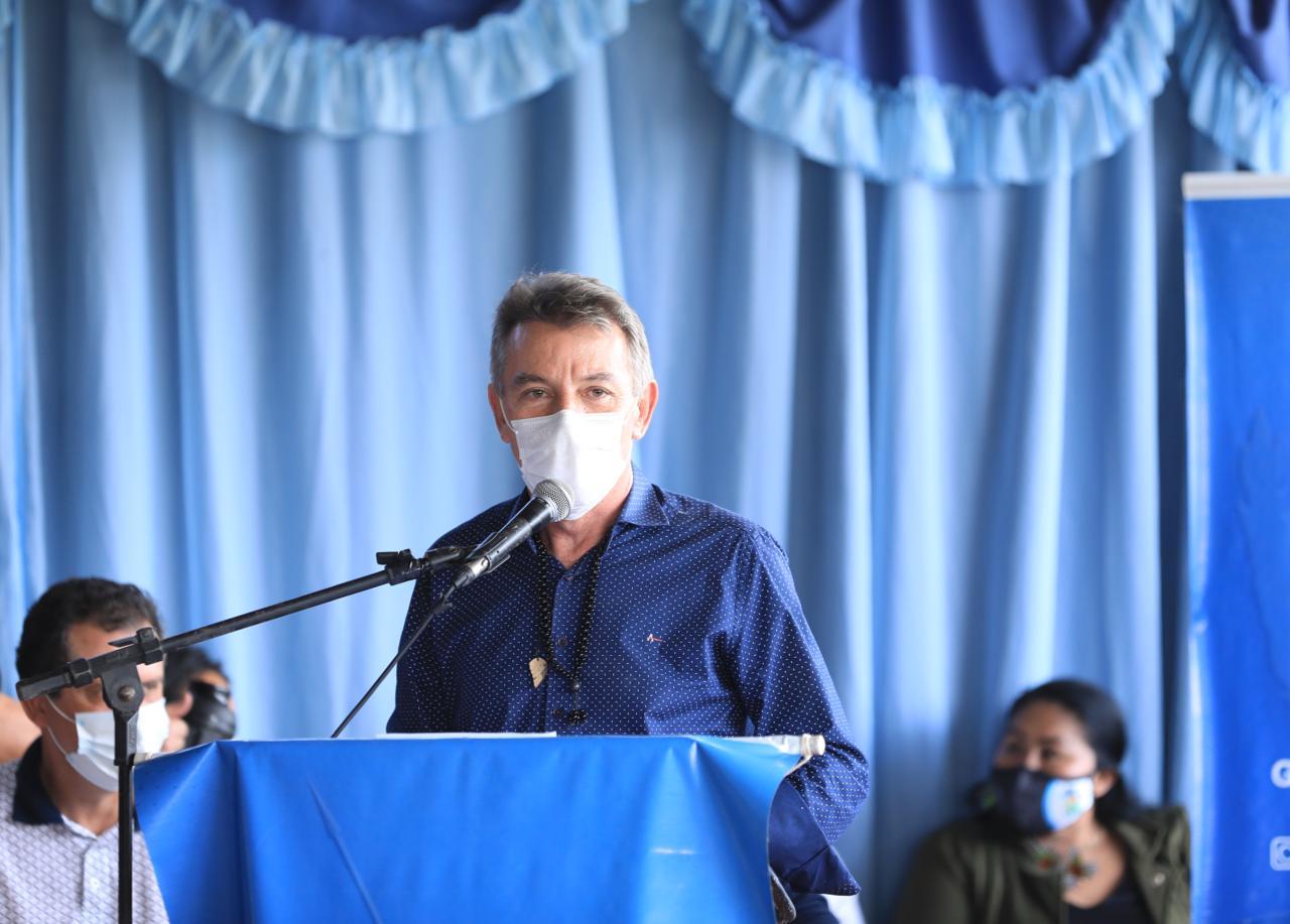 You are currently viewing Governador anuncia asfaltamento da estrada de acesso ao Uiramutã