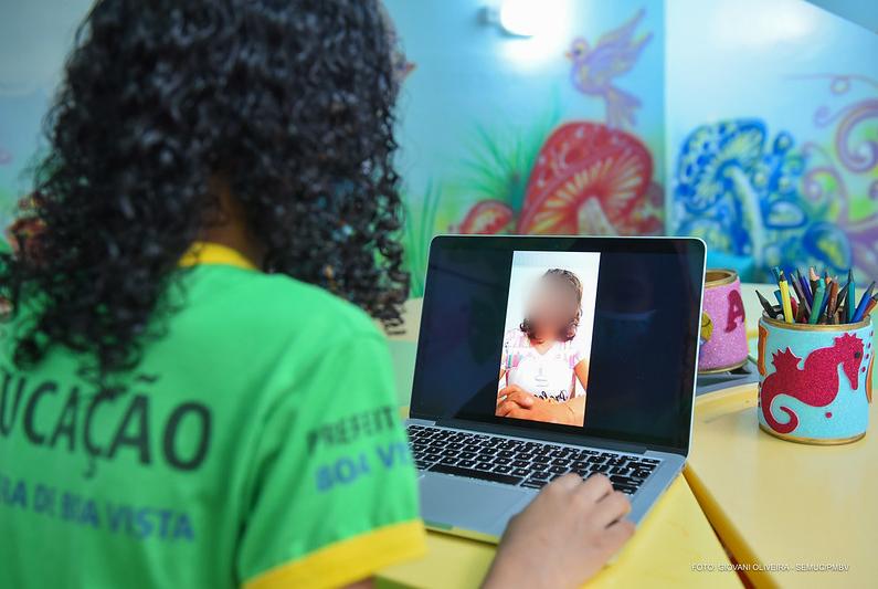 You are currently viewing Prefeitura vai gastar quase R$ 1 milhão para transmitir aulas na TV