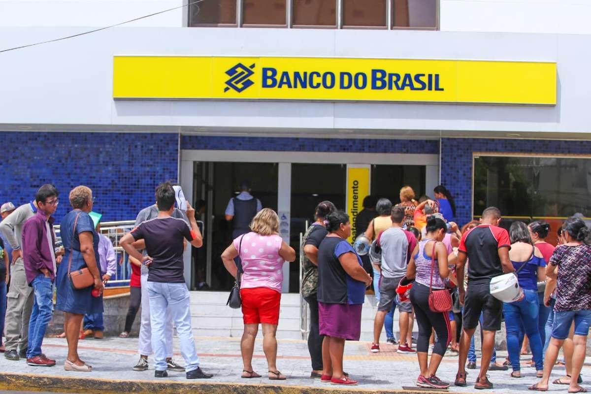 You are currently viewing Bancos são condenados a pagar multa poraglomerações nas agências de Boa Vista