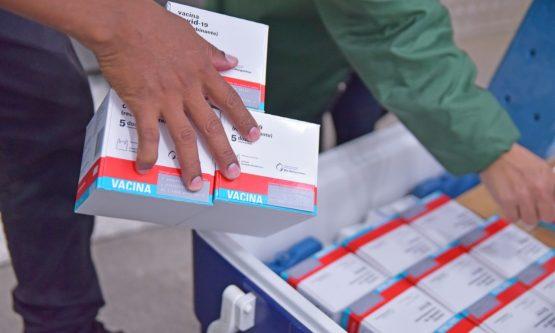 Governo intensifica entrega de vacinas para prefeituras e pede reforço na imunização