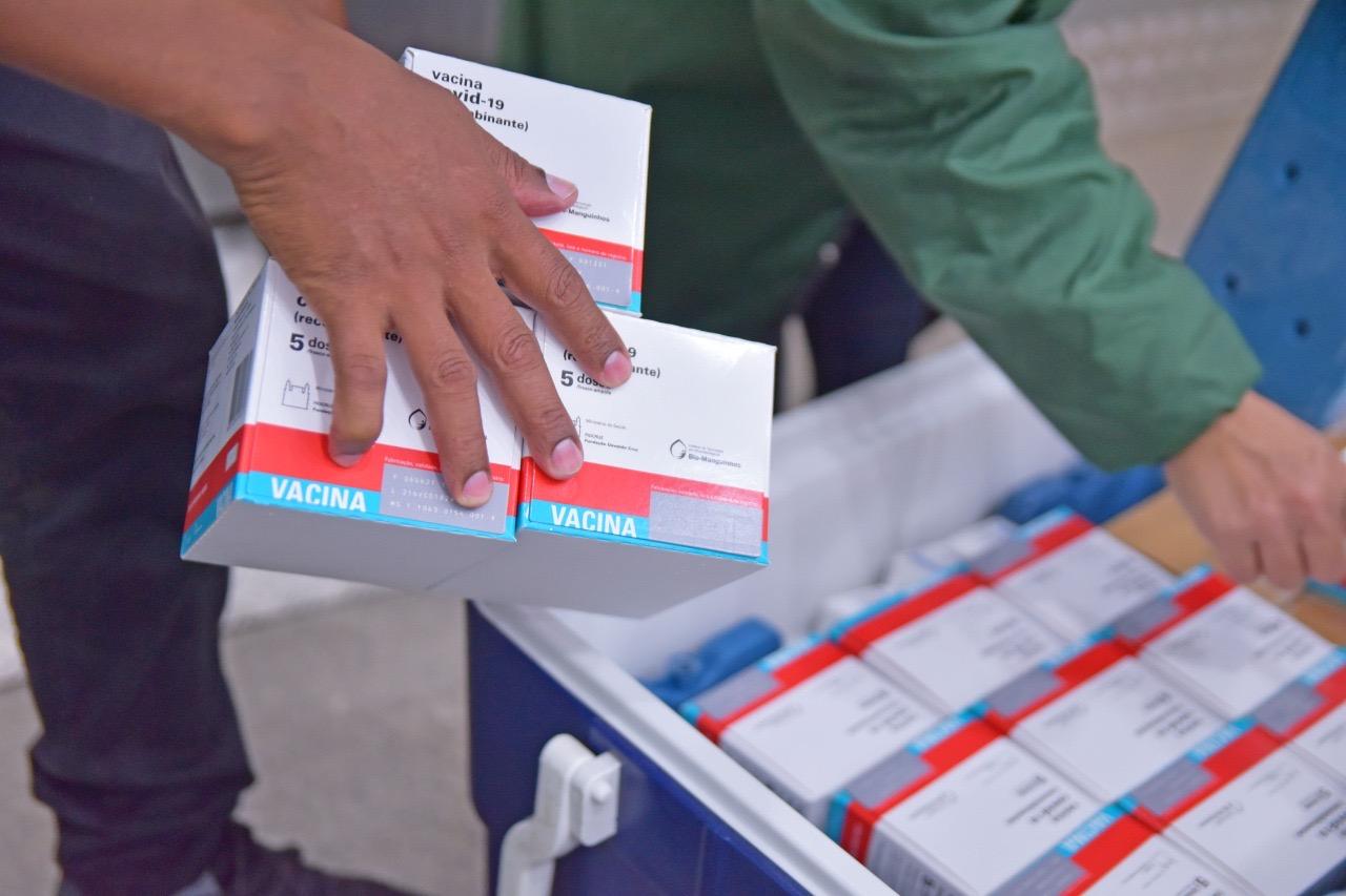 You are currently viewing Governo intensifica entrega de vacinas para prefeituras e pede reforço na imunização