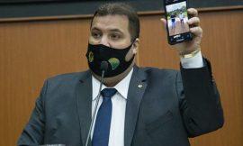 Deputado rechaça risco de golpe em partido e diz que entrada de Bolsonaro é 'iminente'