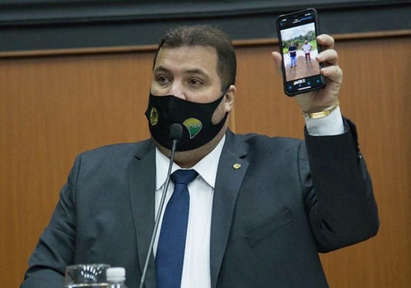 You are currently viewing Deputado rechaça risco de golpe em partido e diz que entrada de Bolsonaro é 'iminente'