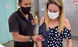 Governo libera vacina de reforço para idosos na capital e no interior