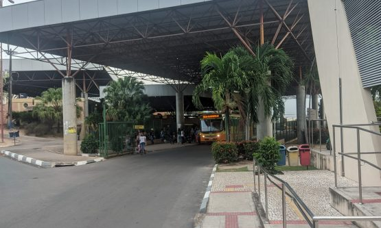 Vereador cobra instalação de recipientes com álcool nos terminais de ônibus de Boa Vista