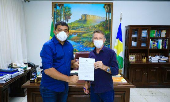 Projeto que reduz ICMS do gás é entregue para presidente da ALE