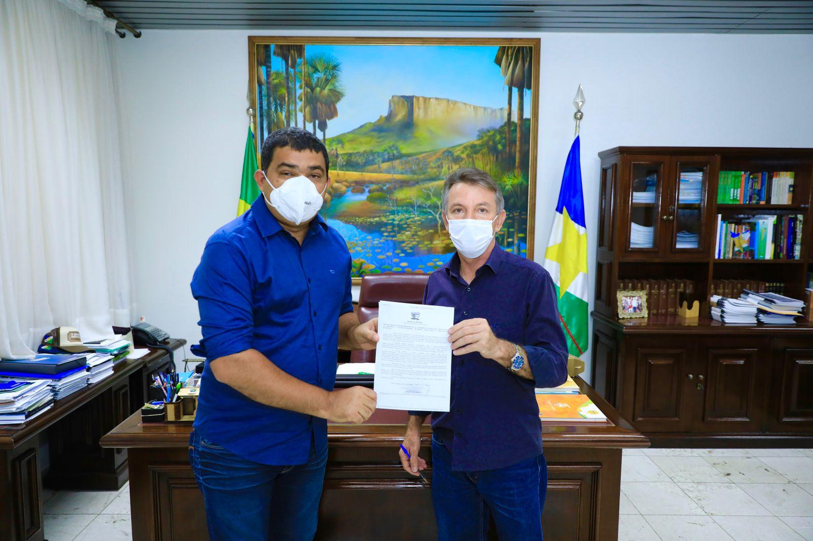 You are currently viewing Projeto que reduz ICMS do gás é entregue para presidente da ALE