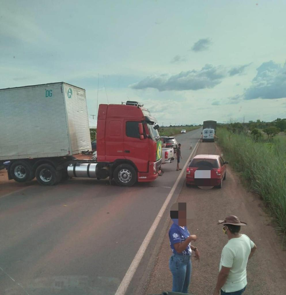 You are currently viewing Em apoio a Bolsonaro, caminhoneiros bloqueiam BR-174 por tempo indeterminado
