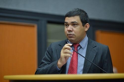You are currently viewing Sampaio acusa Jalser de exigir fim de inquérito e diz que governador sofreu ameaças