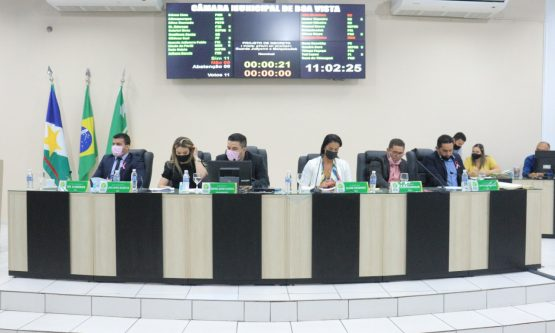 Câmara derruba 15 de 17 vetos do prefeito Arthur Henrique